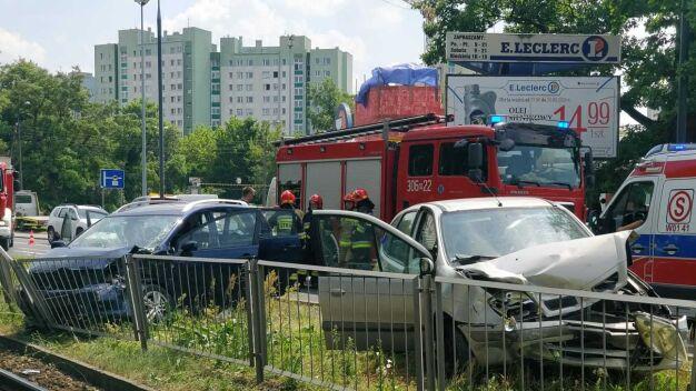 Wypadek na Bielanach, trzy osoby w szpitalu
