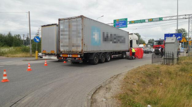 Skuterzysta zderzył się z ciężarówką. Nie przeżył