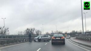 Honda na barierkach, korek w alei Prymasa Tysiąclecia