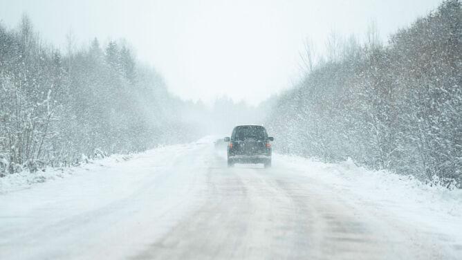 Dziś wichury, jutro zawieje śnieżne. Ostrzeżenia przed groźną pogodą