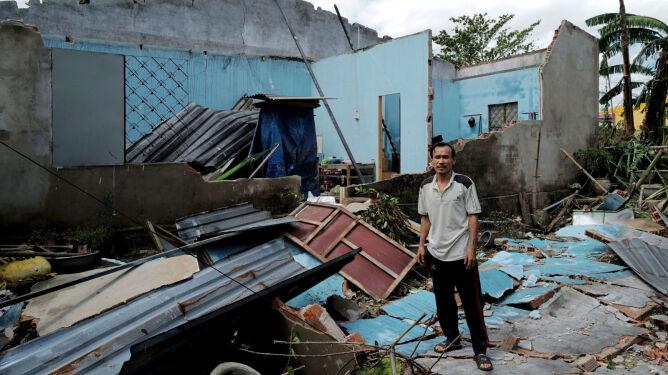 """""""Cała wieś została zrównana z ziemią. Nic nie zostało"""". Tragiczne skutki tajfunu"""